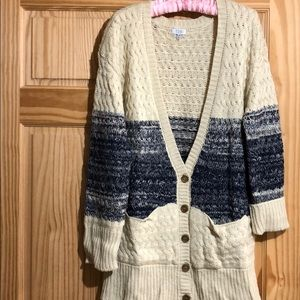 Toni chunky sweater 5 button front two pockets